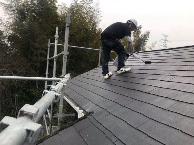 【鹿児島県薩摩川内市】スレート屋根を黒色で仕上げていきます屋根中塗り_1_確定