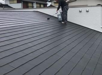 鹿児島市屋根塗装工事 上塗りの様子
