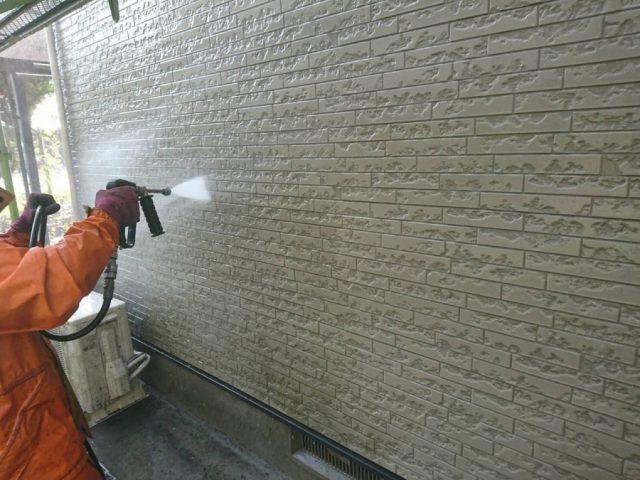 鹿児島市での塗装工事 高圧洗浄の様子