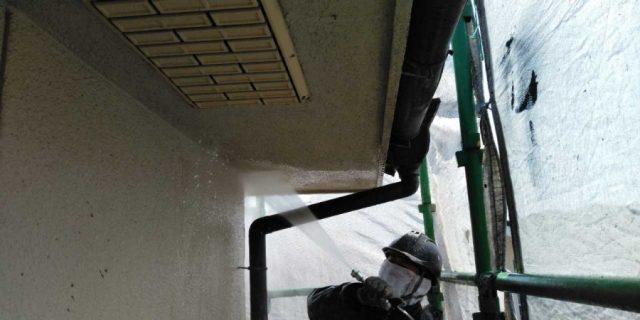 【鹿児島県霧島市】郡田にある三角屋根の住宅でセメント瓦の塗装準備をおこないました!高圧洗浄