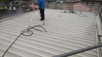 屋根塗装高圧洗浄洗い流し