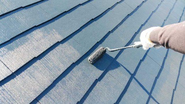 屋根上塗りの様子