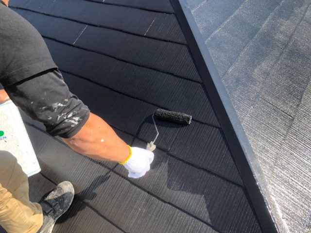 【鹿児島県霧島市】隼人町にあるアパート3棟のうち、A棟で屋根の塗装をおこないました!上塗り