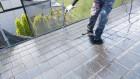 【鹿児島・宮崎】スレート屋根の住宅で屋根塗装を黒系の色でおこないました!上塗り