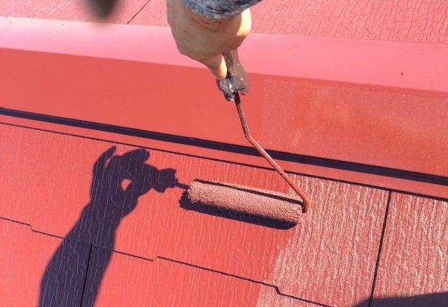 【鹿児島県霧島市】国分上小川にある30坪の住宅で赤色への屋根塗装をおこないました!上塗り