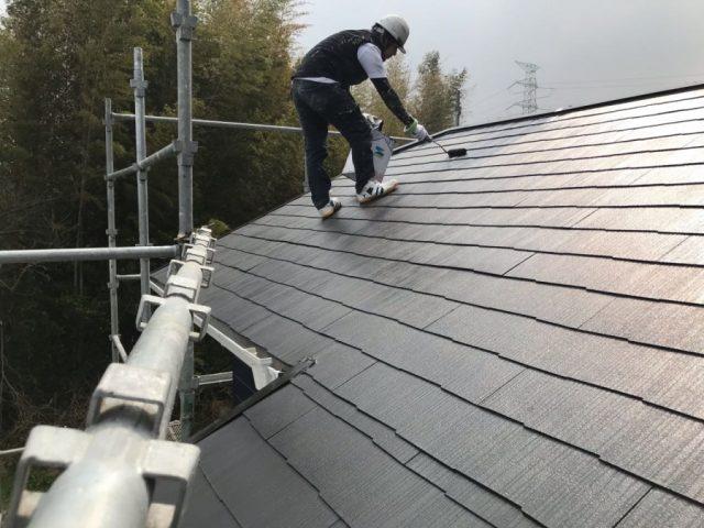【鹿児島県薩摩川内市】スレート屋根を黒色で仕上げていきます屋根上塗り_1_確定