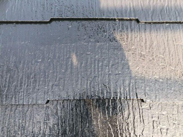 屋根の上塗りの様子