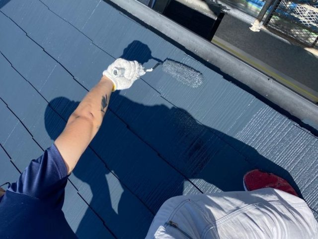 屋根塗装上塗り2回目の様子