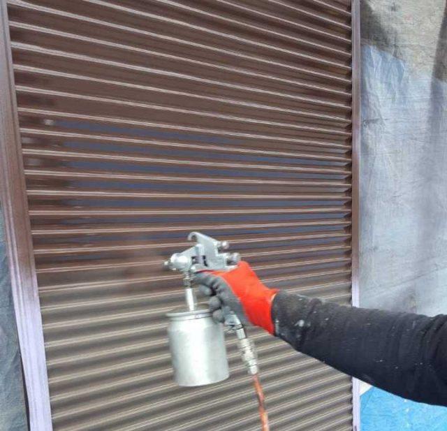 【鹿児島県霧島市】郡田にある三角屋根の住宅で軒天と雨樋の塗装をおこないました!雨戸