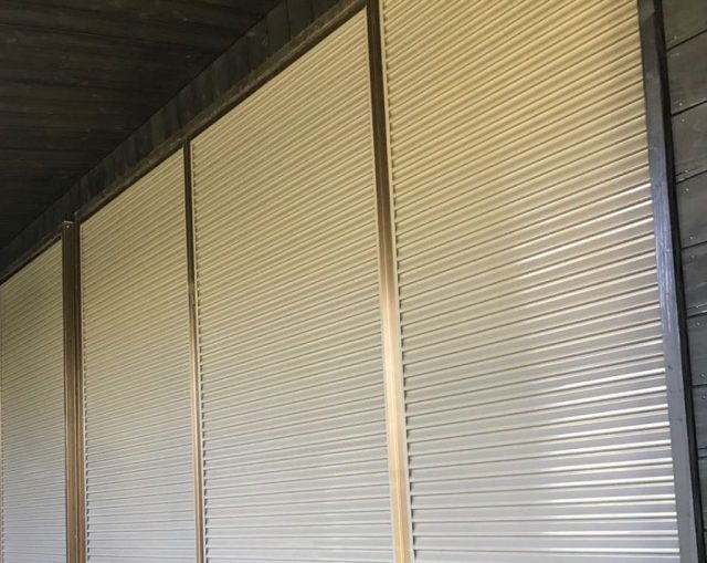 【鹿児島県霧島市】 霧島田口にある木製外壁がある住宅で軒天と雨樋、雨戸の塗装をおこないました!雨戸