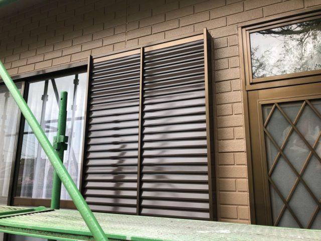 【鹿児島県肝属郡肝付町】前田にある瓦屋根の住宅で屋根塗装をします雨戸上塗り_1_確定
