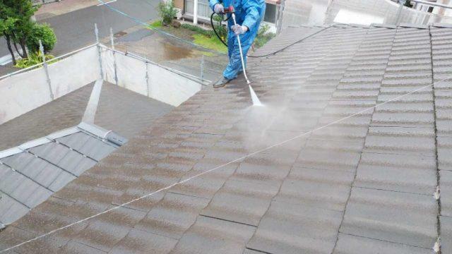 塗装工事前高圧洗浄の様子