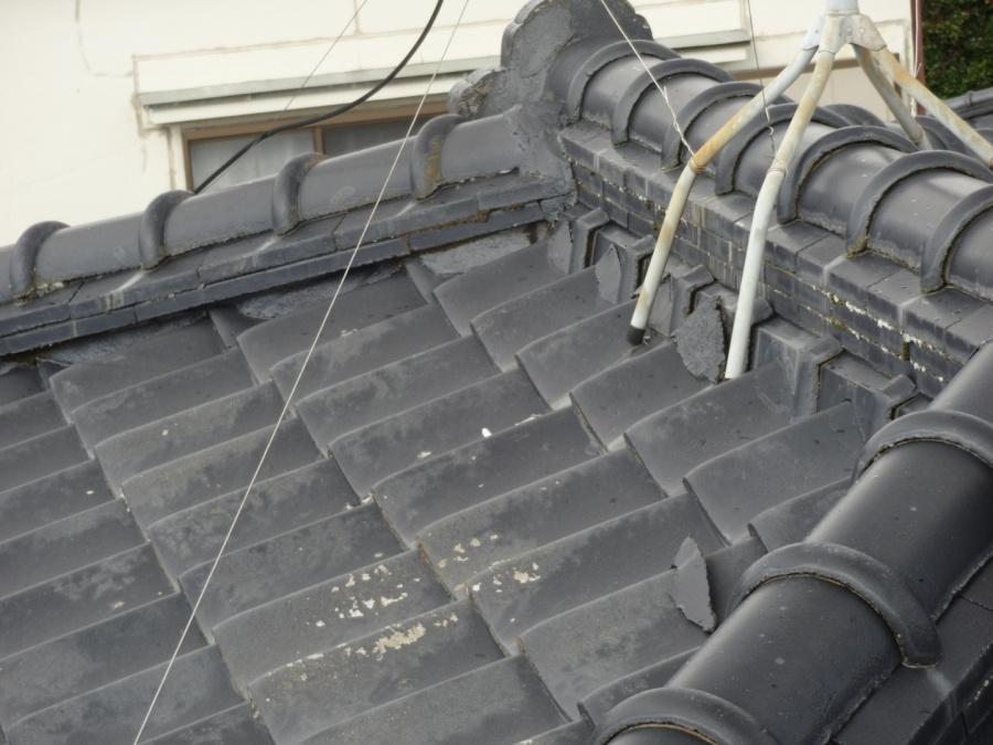 瓦屋根漆喰の剥がれ