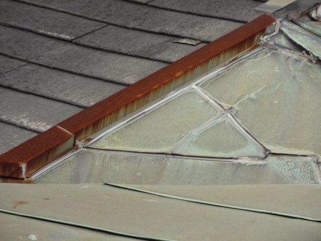 スレート屋根と板金屋根部分
