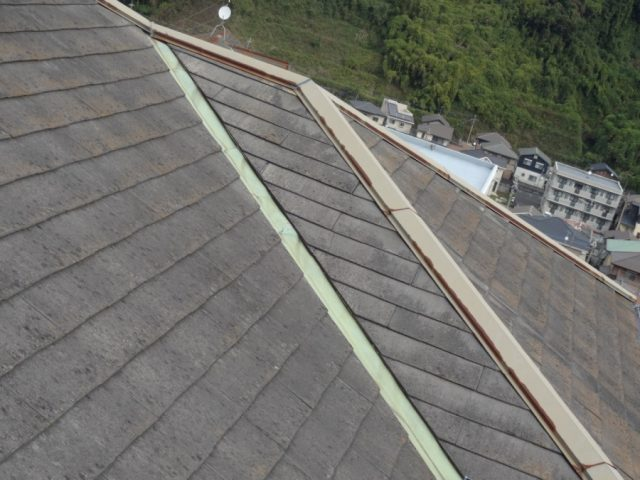 コロニアル屋根棟板金の傷み